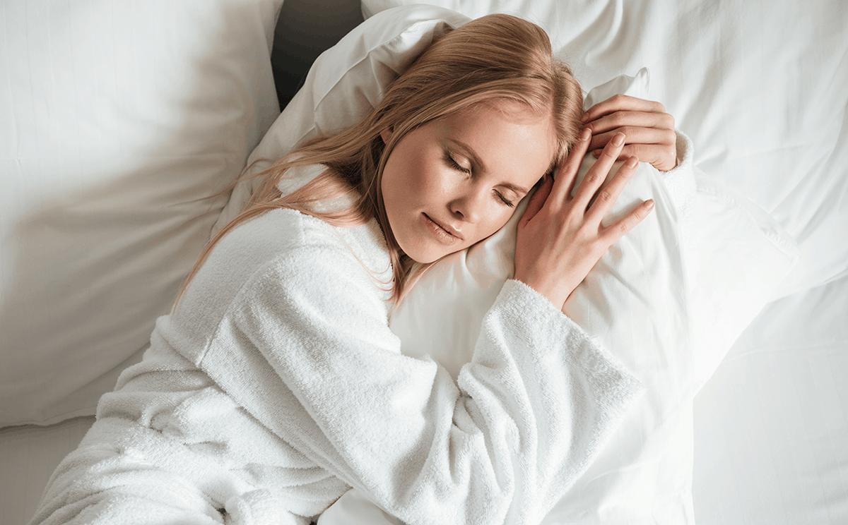 Beneficios de dormir con una buena almohada